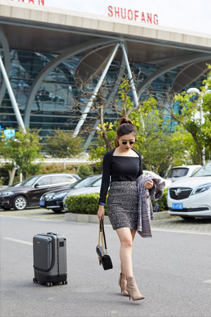 Airwheel smart luggage